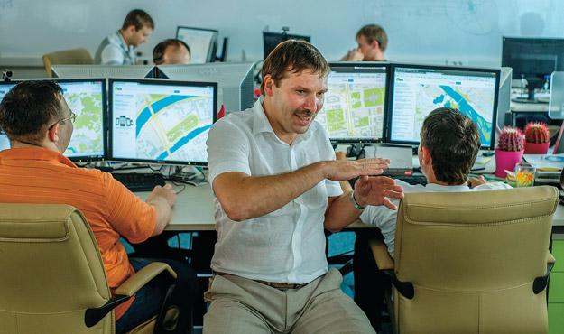 фото с сайта expert.ru Александр Сысоев за работой